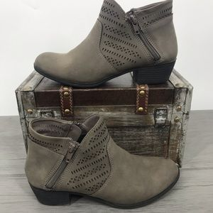 🖤3/$30 Me too kids ankle booties grey size 4